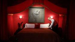 Voyez le nouveau (et très lugubre) hôtel de Banksy en