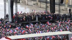 Fillon rassemble ses partisans à Paris pour rester dans la