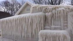 Le froid intense a emprisonné cette maison dans la