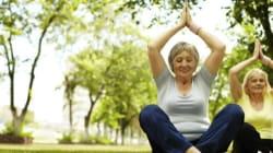 Mi ha portato con l'inganno allo yoga della risata: ed è molto più social dei