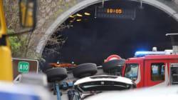 Tir travolge e uccide due operai sulla A10. I soccorsi si calano