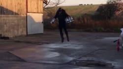 ジェットエンジンを体に装着。イギリスの起業家が開発した「空飛ぶスーツ」とは?(動画)