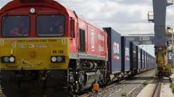 Un premier train de marchandises quitte Londres pour... la