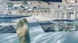 下を見ないで! 地上150メートル、底がガラスのプールに足がガクブル(動画)