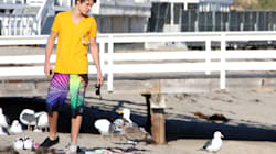 Celebrities On The Beach: Accessory Do's And