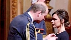 Victoria Beckham décorée par le prince William à Buckingham