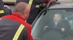 Ce petit s'est embarré dans la voiture et a eu le plus beau jour de sa