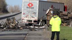 Un camionneur québécois accusé après un carambolage ayant fait quatre
