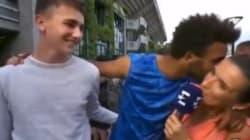 Ce joueur de tennis a un comportement inacceptable envers une