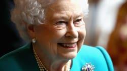 La reine Elizabeth II porte le même vernis à ongles depuis