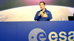 Un astronaute explique le problème d'un voyage vers Mars avec un