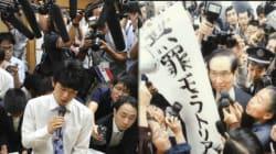 藤井四段の写真、まるで『無罪モラトリアム』?報道陣による「もみくちゃ」は、過去にもたくさんありました。