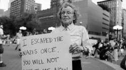 ナチスから生き延びた89歳の女性、白人至上主義団体に抗議のプラカード(画像)