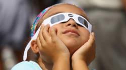 皆既日食、息を飲む美しさ。99年ぶりの北米横断を楽しむ人たち(画像集)