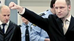 Breivik fait son salut d'extrême droite à l'ouverture de son procès