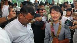 Aung San Suu Kyi s'envole pour