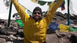 Spencer West, amputé des deux jambes, gravit le Kilimandjaro sur ses