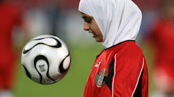 Les politiques réagissent à l'autorisation du voile dans le foot