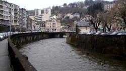 Une étude sur la pollution des microplastiques dans la rivière des