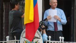 Assange parle depuis le balcon de l'ambassade d'Équateur à