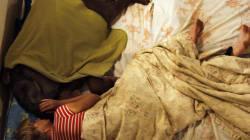 La donna che dorme con l'elefantino