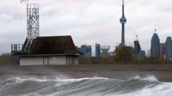L'uragano Sandy è passato su New York e si sposta in