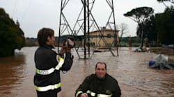 Maltempo in tutta Italia, donna muore a Gaeta, allagamenti a Napoli e Roma, acqua alta a Venezia, neve in