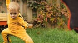À VOIR! Combat sans merci entre un bébé et son