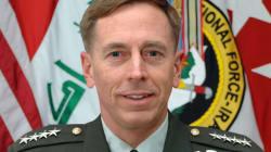 Cade la prima testa della nuova era Obama: si dimette il generale Petraeus