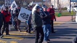 Les travailleurs en grève de Bombardier manifestent à La