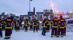 Des ambulanciers ont manifesté à l'entrée du pont