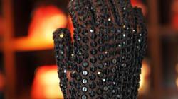 Le mythique gant de Michael Jackson vendu aux