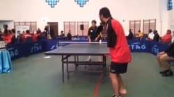 L'incredibile partita di Ibrahim, giocatore di ping pong senza