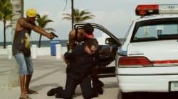 Des gangsters arrêtent un policier dans le clip polémique du rappeur 2