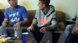 Justin Bieber beccato a fumare uno