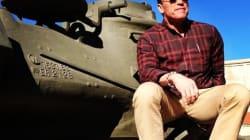 Schwarzenegger écrase une voiture à bord d'un tank
