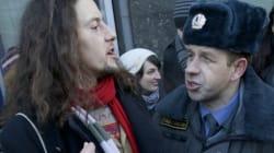 Russia, pugni e insulti contro i ragazzi che manifestano per i diritti dei
