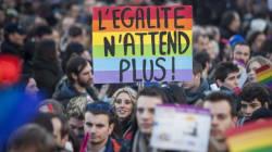 Nozze gay: Parigi arcobaleno, sfilano in migliaia per il