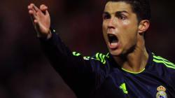 Cristiano Ronaldo marque contre son