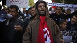 Tunis: des milliers de pro-islamistes manifestent pour le droit de