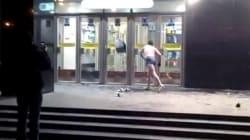 Un homme nu s'en prend au métro à