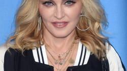 Madonna le compra una piñata de Trump a su