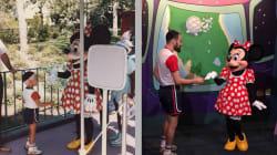 Este hombre recreó perfectamente la foto que se tomó en Disney junto a Minnie en los