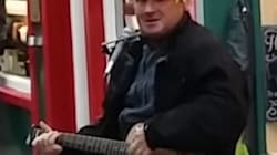Foul-Mouthed Scottish Busker Roasts Trump As Only A Scotsman