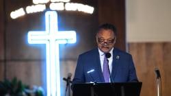 À Detroit, le révérend Jesse Jackson prononce l'éloge funèbre d'Aretha
