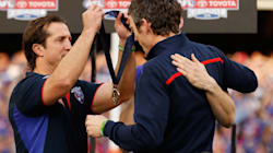 Murphy Hands Back AFL Winner's Medal After Coach's Beautiful