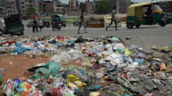 Pune Sweeper Finds Stash Of ₹1,000 Notes in Garbage, Hands It Over To