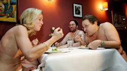 Abre restaurante en París que invita a los comensales a comer