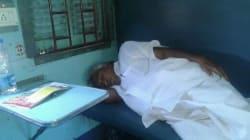 Congress Leader Oommen Chandy Travels In Sleeper Class Train, Wins Over Social