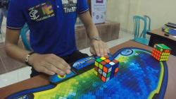 Seul lire ce titre prend moins de temps que son record de Rubik's